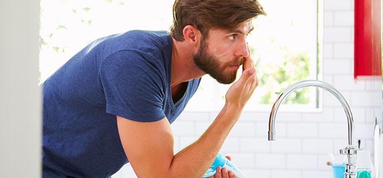 trattamenti antirughe naturali per uomini
